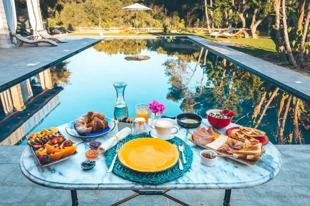 Eat Love & Luxury relax